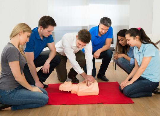 sauveteur secouriste travail geste premier secours formation securite